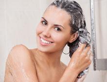 Natürliche Haarwäsche mit Naturshampoos auf Zuckertensid-Basis